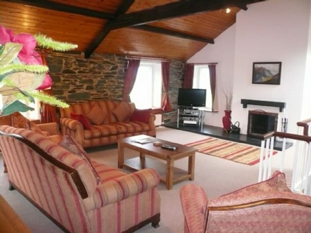 COOMBE COTTAGE, Borrowdale Valley, Near Keswick - Keswick & District - Rumah