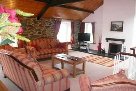 COOMBE COTTAGE, Borrowdale Valley, Near Keswick - Keswick & District - House