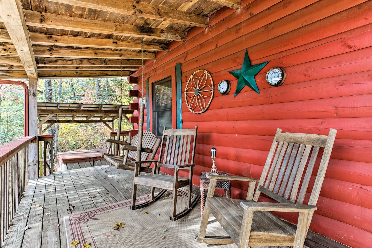 This rustic Bryson City vacation rental house boasts 2 bedroom and 2 bathrooms!