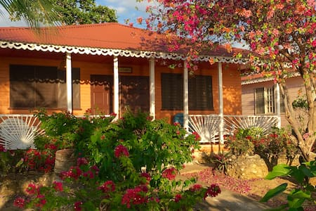 Seaside and Garden Cabins (One Bed) - Negril - Kabin