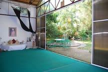 Salón múltiples usos: yoga, gong, teatro...
