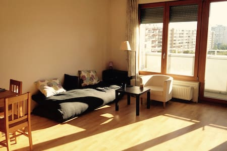 PRIVATE APARTMENT - 20 MINUTES TO THE CITY CENTRE - Praha