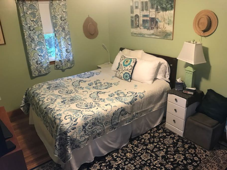 "This comfortable queen bed has a padded mattress pad that sits atop a down alternative ""feather"" bed."