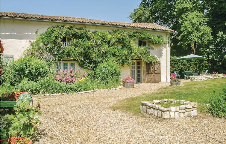 Semi-Detached with 3 bedrooms on 110m² in Lezay