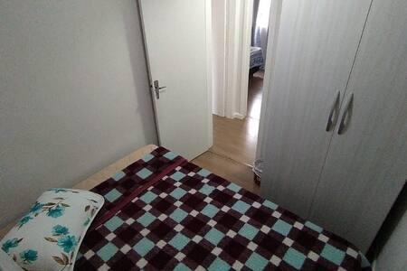 Locação de quarto individual ou casal.