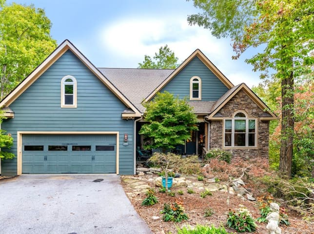 THISTLE RIDGE in Connestee Falls, a Luxury 4/3 Home