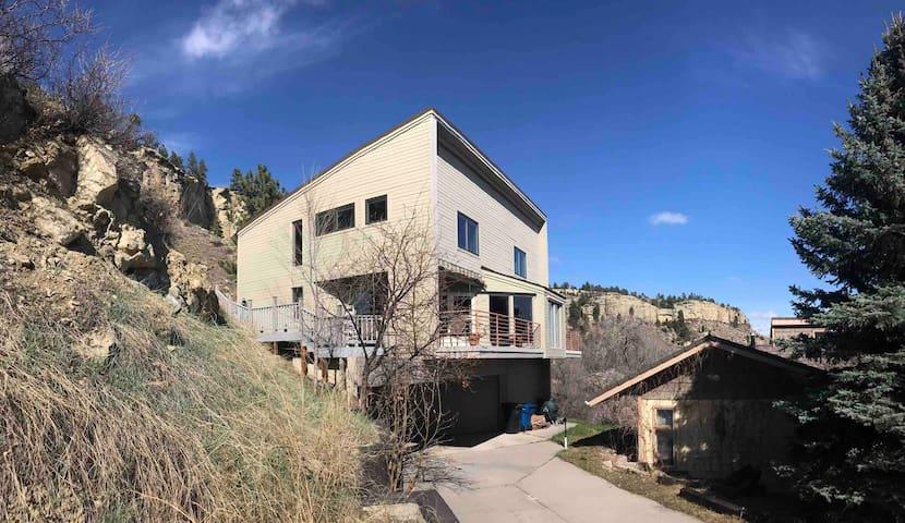 # Quiet 1BR Retreat 4 Decks With views and Sauna #