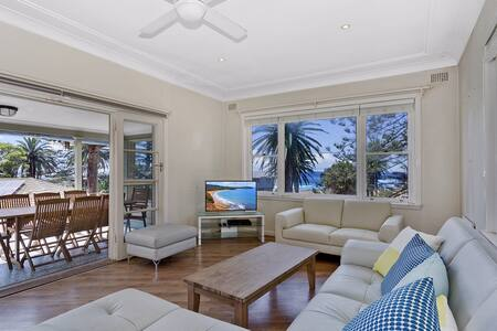 Tropical Beachside Hide-Away - Bilgola Beach