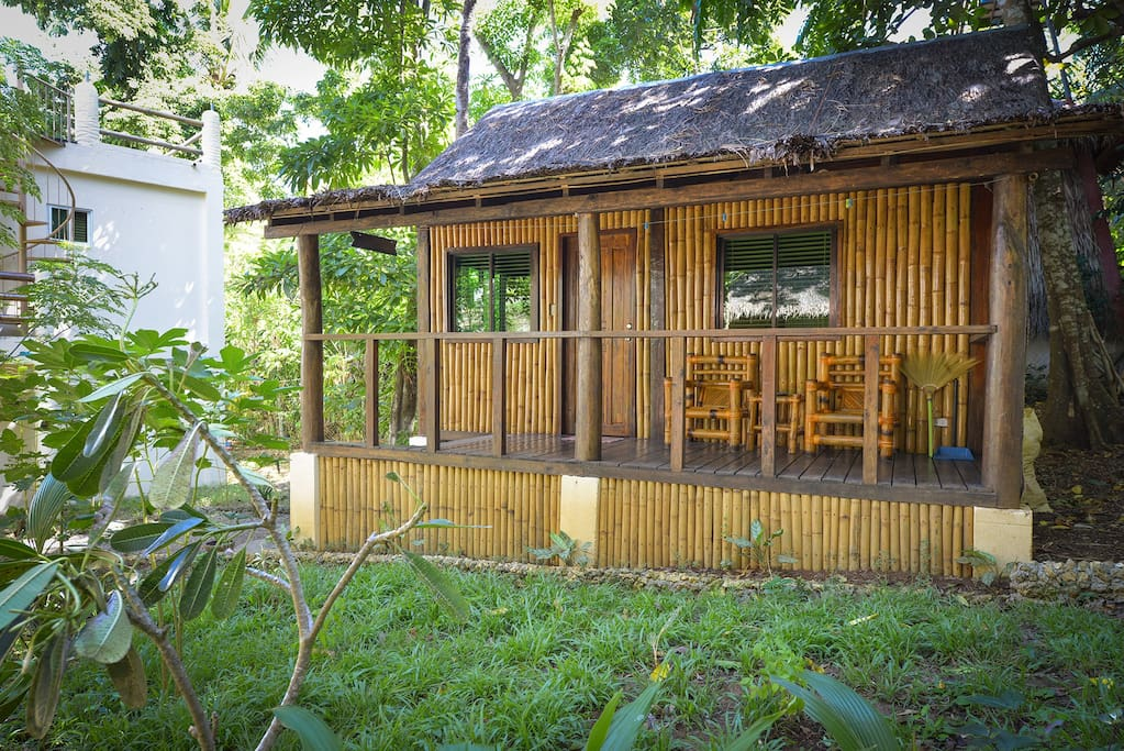 The LITTLE Bulabog house has it´s own airbnb advertisement. Watch the FEEDBACKS!