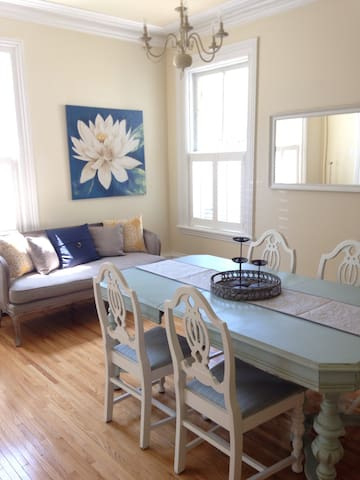 Charming Century Home - Collingwood - House