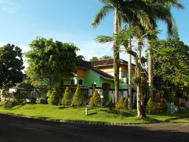 Beautiful Villa walking distance from Carita Beach - Anyar