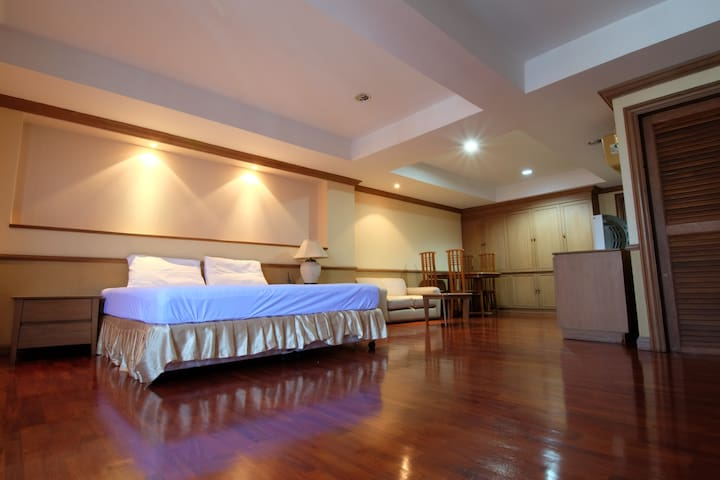 Big suite near Khaosan/Downtown up to 6 per. #124