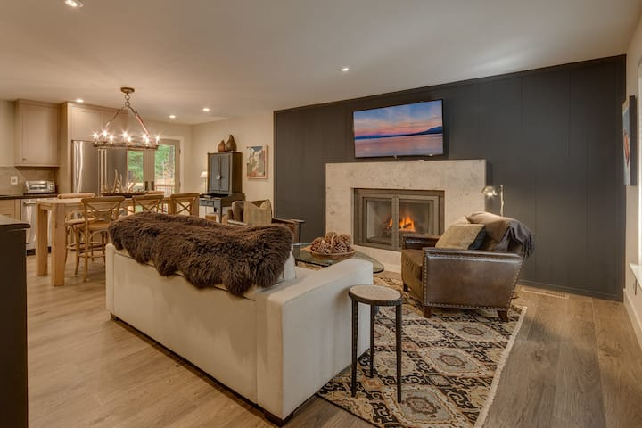 Antler House - Completely Remodeled Luxury 2 BR Cabin, walk to Lake
