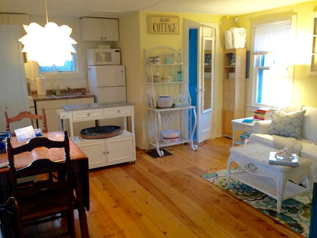 Charming Westhampton SandDollar Cottage - Westhampton - Guesthouse