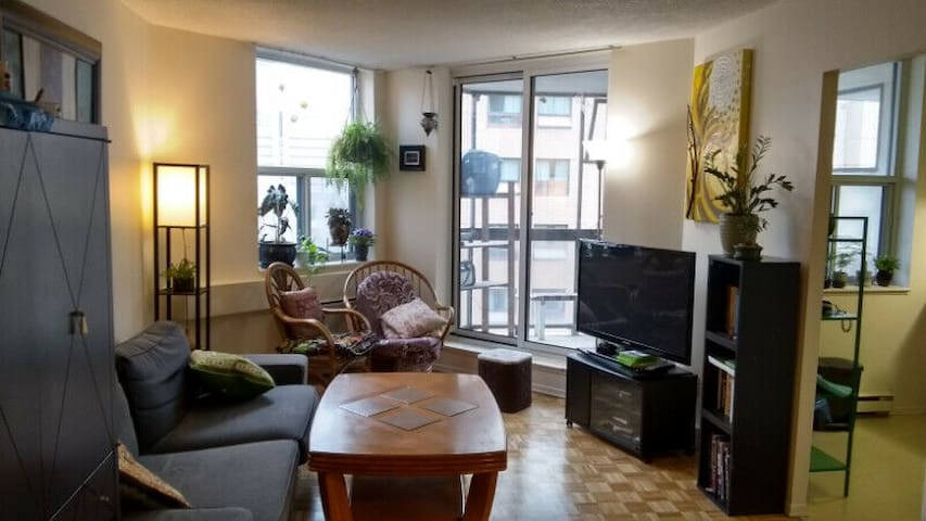 Stay at the center of downtown Toronto