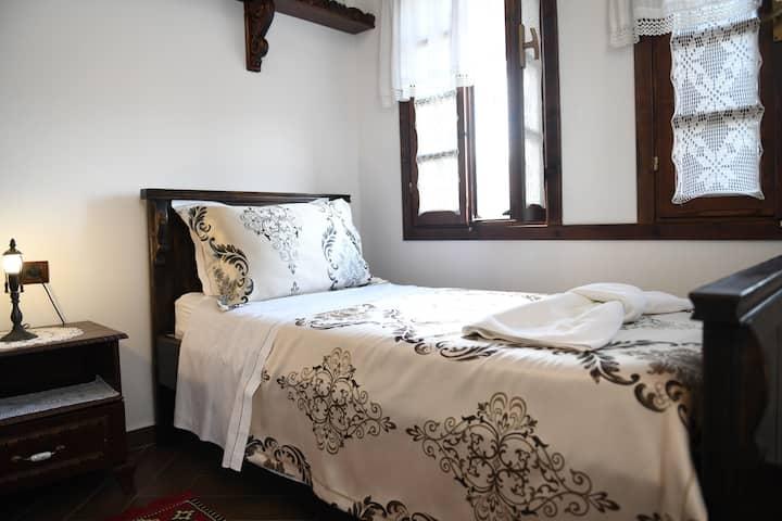 Single Room 3- Hotel Kaceli