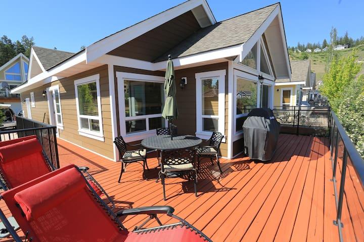 3BR Pool Side Luxury Cottage!