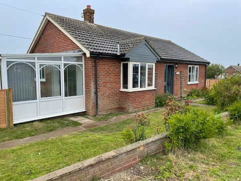 Entire Bungalow, 2min walk from the beach