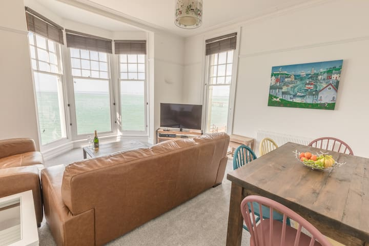 Pier VIew Apartment, luxury sleeps 6 in 3 bedrooms