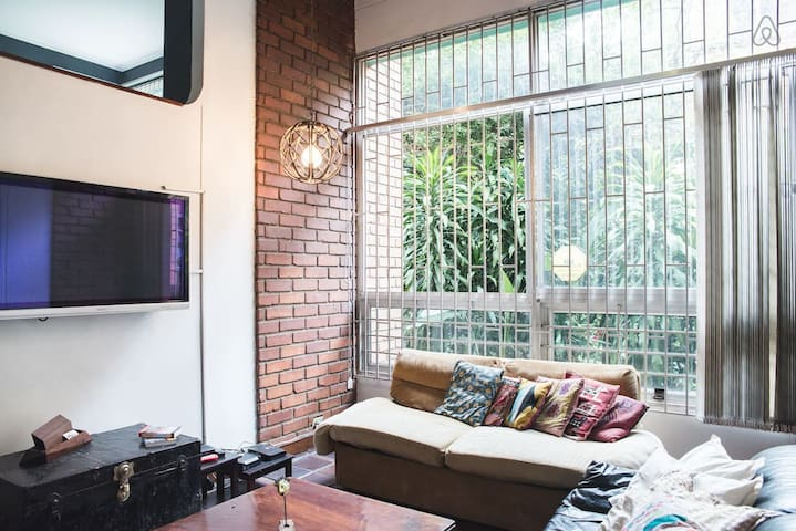 Relaxed Hideout w/bathroom in the heart of Poblado - Medellín - Apartment
