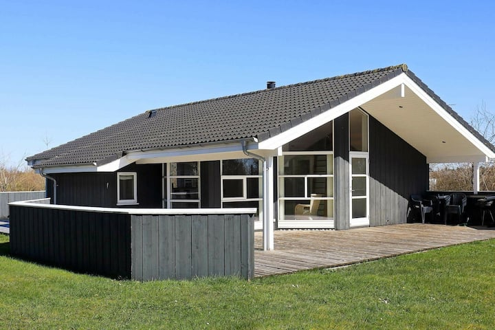 Modern Holiday Home with Whirlpool in Løkken