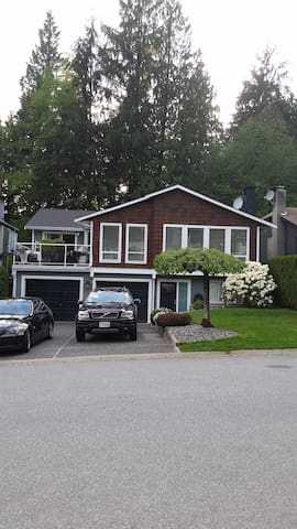 2 bedroom in lower half of house - North Vancouver - House