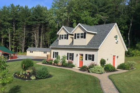 Charming Carriage House - Ballston Spa