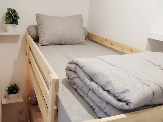 Bedroom 2 : Bunkbed size 90 x 200 each, include pillow, bolster and quilt