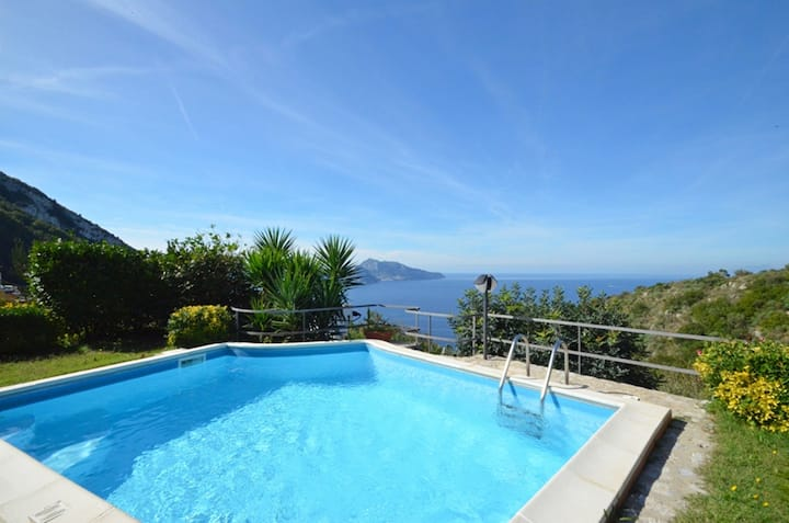 AMORE RENTALS - Villa Posidonia 2 with Sea View, Swimming Pool and Garden
