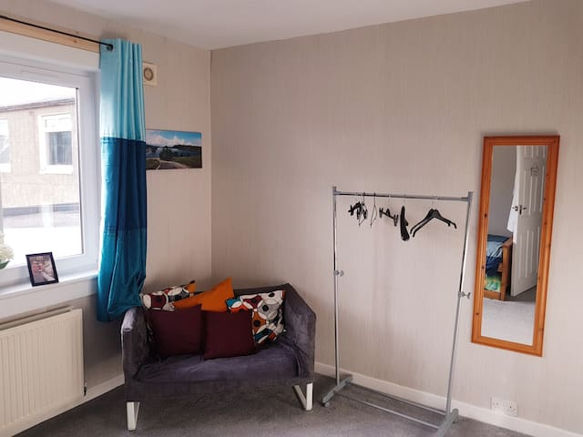 Sighthill Terrace - close to city!