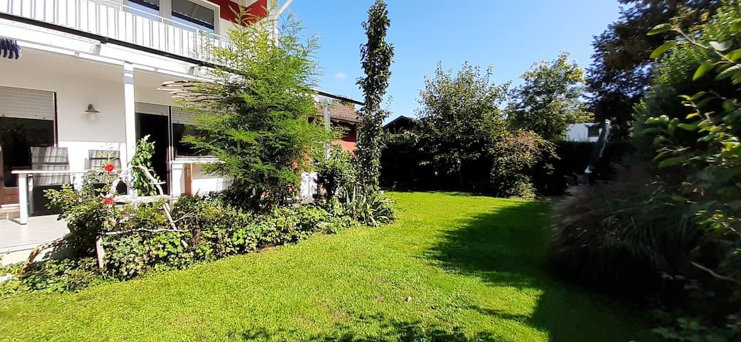 Ferienhaus mit privatem Garten - nah zu den Bergen