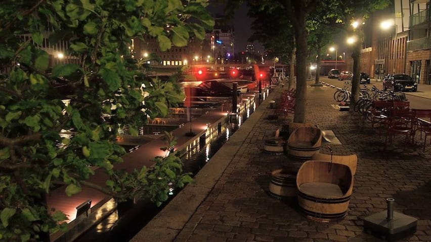 Chill at the docks and enjoy some good wines!