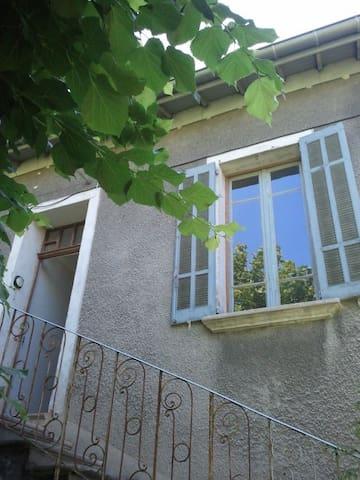 Appartement agréable pour une ou deux personnes - Digne - House