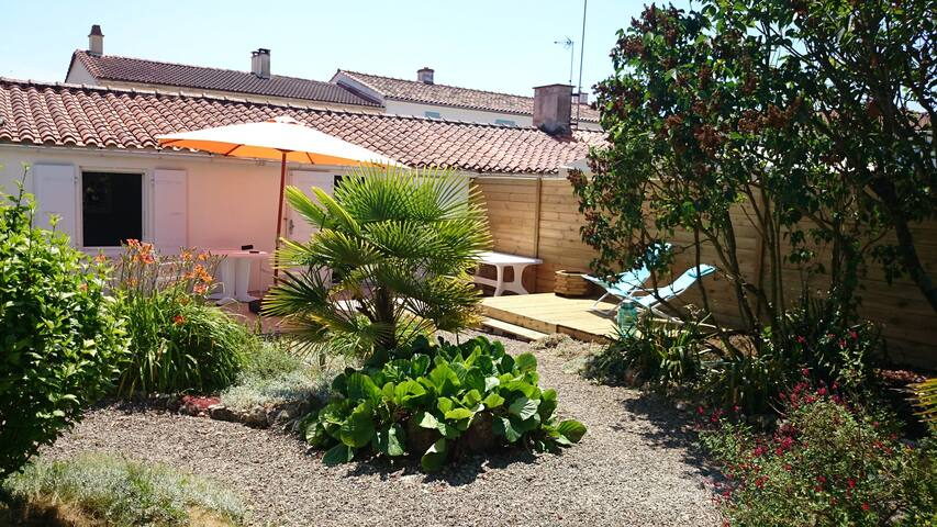 Maison individuelle avec agréable jardin clos - Grues - Casa