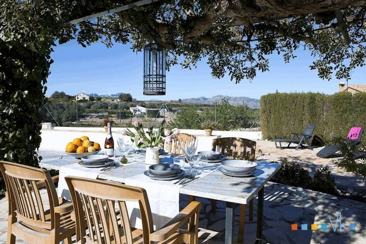 LLAGRIMA - Cosy, rustic villa with swimming pool in the midst of nature