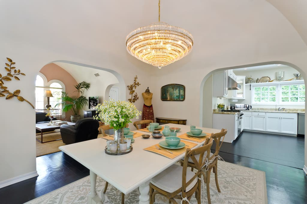 OPEN-PLAN SPANISH HOME WITH ARCHES