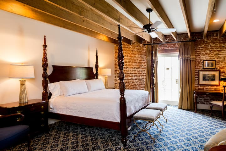 The River Walk Inn - Room 802