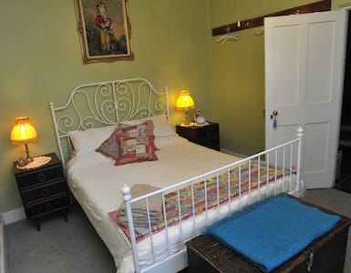 Emma Tiver Heritage Cottage - cute and cosy