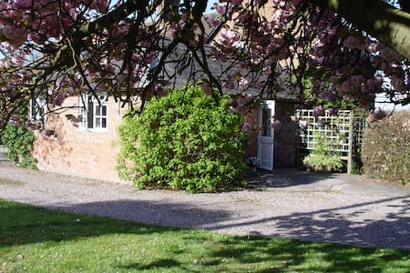 Self contained annexe - Hetherson Green - Bed & Breakfast