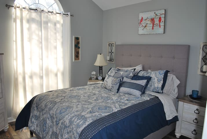 Private Room in Home away from Home - Ringgold