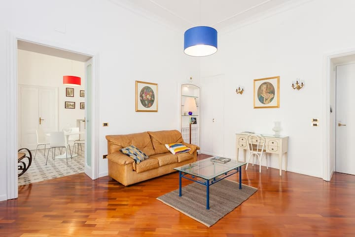 Via vittorio emanuele iii 51 naples flats for rent in for Airbnb napoli