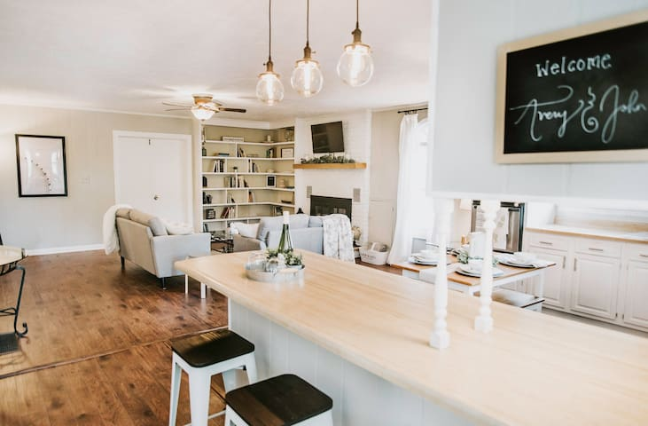 Stylish Suite Near Wineries and Downtown Helen!