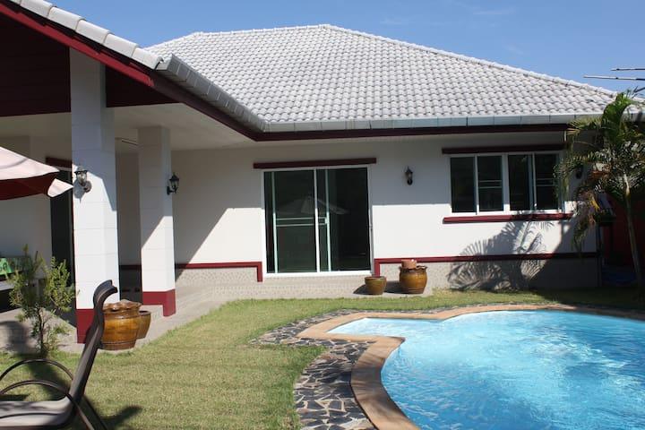 Modern 3 bedroom house - Paded - Hus