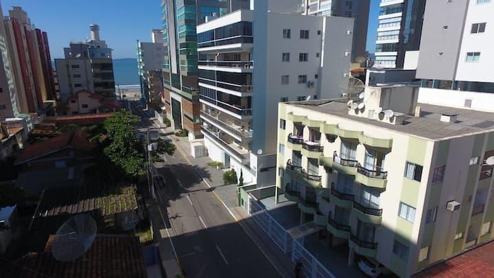 Ap. centro Itapema 60m mar.  2 quartos 1 garagem.