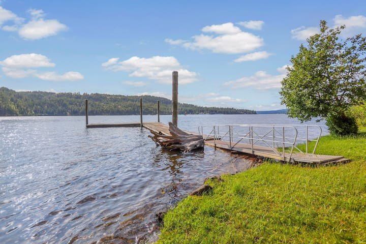 Rustic, dog-friendly cabin w/ lake views, a shared dock & swimming area!