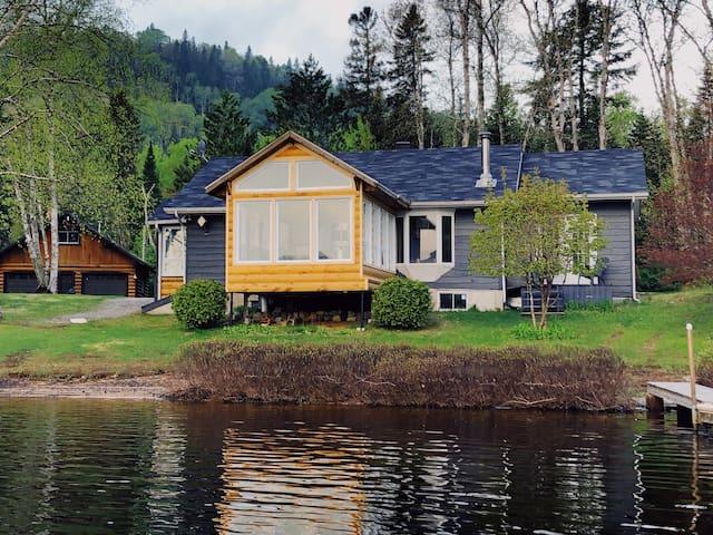 720 - Cozy Cottage by the lake (Le Riverain)