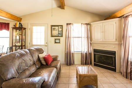 Cozy Cottage - Cabot - Bed & Breakfast