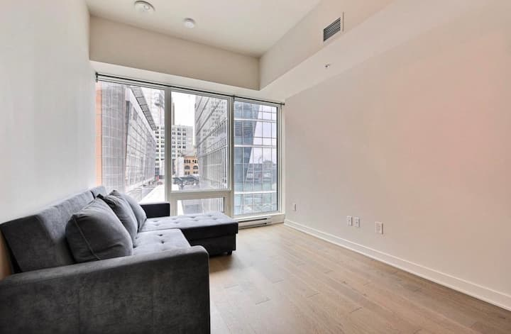 Modern 1 bedroom condo+ INDOOR PARKING downtown