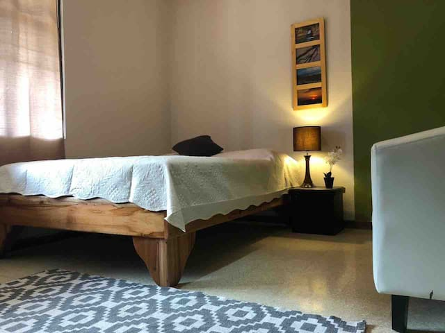 Spacious Room A- Downtown Heredia