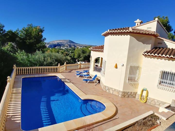 Casa Olivera - Bright, modern villa, sleeps 6.
